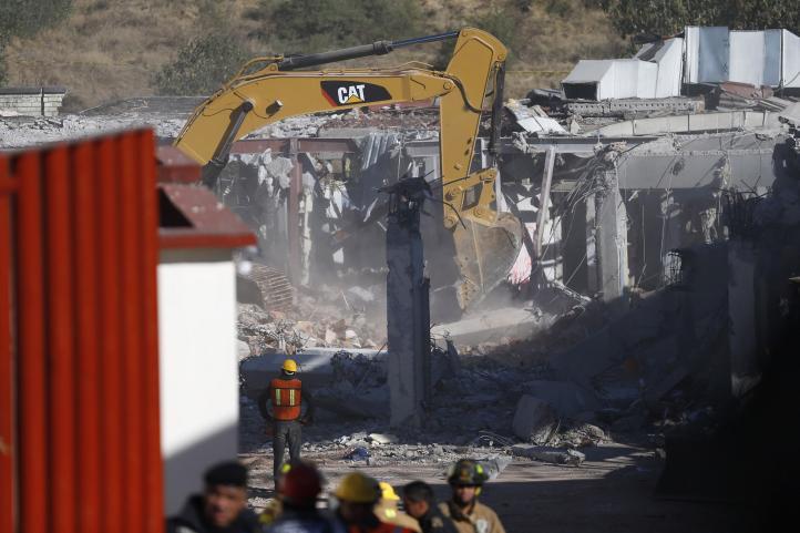 Sigue remoción de escombros en Hospital Materno Infantil