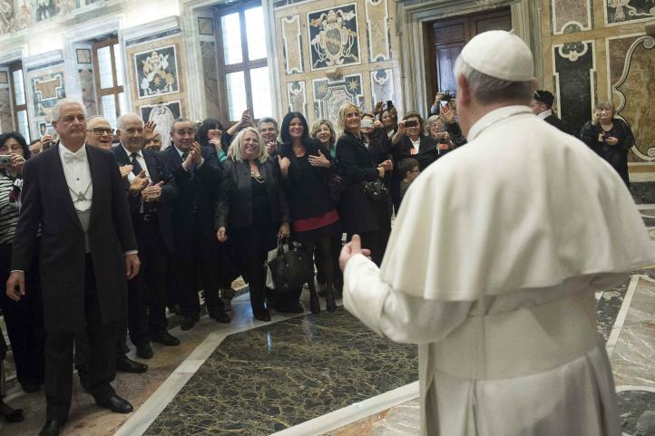 Papa Francisco pide perdón por abusos sexuales de sacerdotes