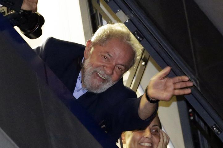 Lula incumple orden de entregarse; se resguarda en sindicato