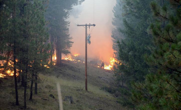 Militares ayudan a apagar incendios en el oeste de EU