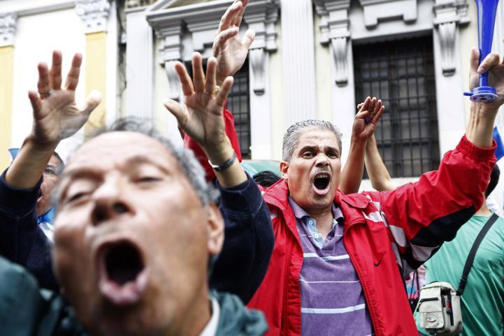 Congreso guatemalteco retira inmunidad al presidente Otto Pérez