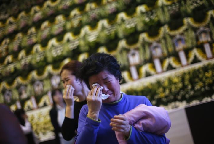 Suman 156 muertos por naufragio de ferry en Corea del Sur