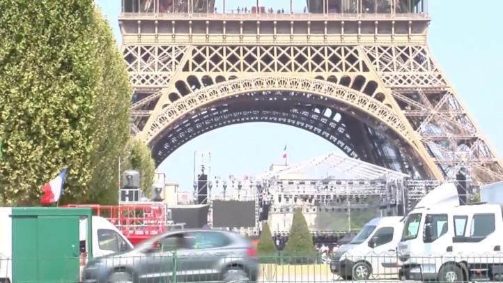 Trabajadores mantienen cerrada la Torre Eiffel