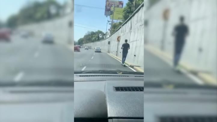 Polémica por 'scooter' circulando en Viaducto