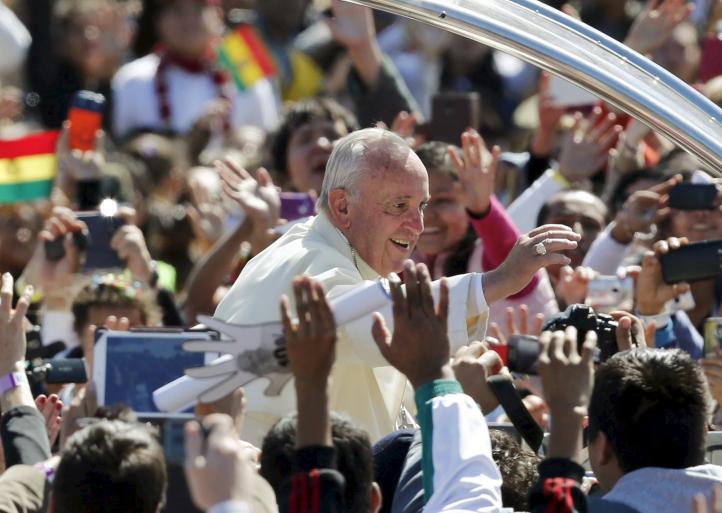 Arremete el Papa en Bolivia contra la cultura del consumo
