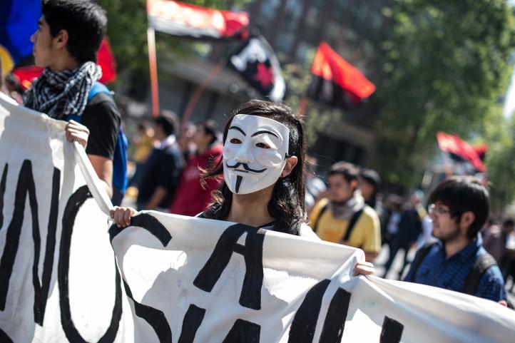 Estudiantes chilenos marchan en rechazo a reforma educacional