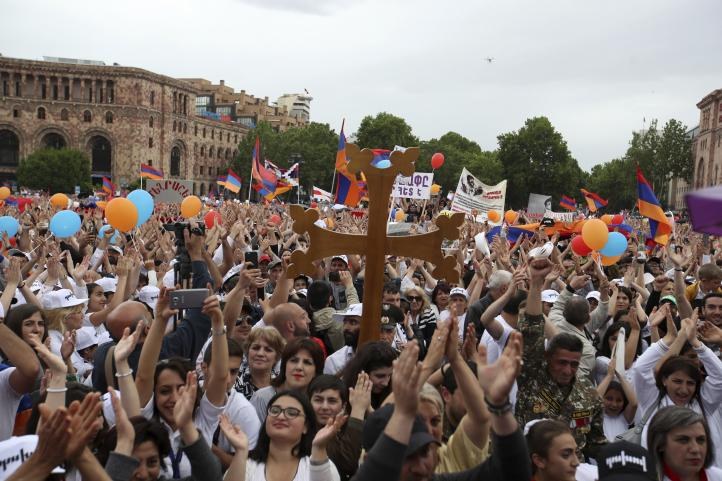 Parlamento armenio nombra primer ministro a líder opositor