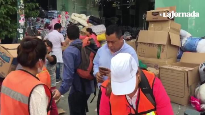 Voluntarios organizan víveres en la CDMX