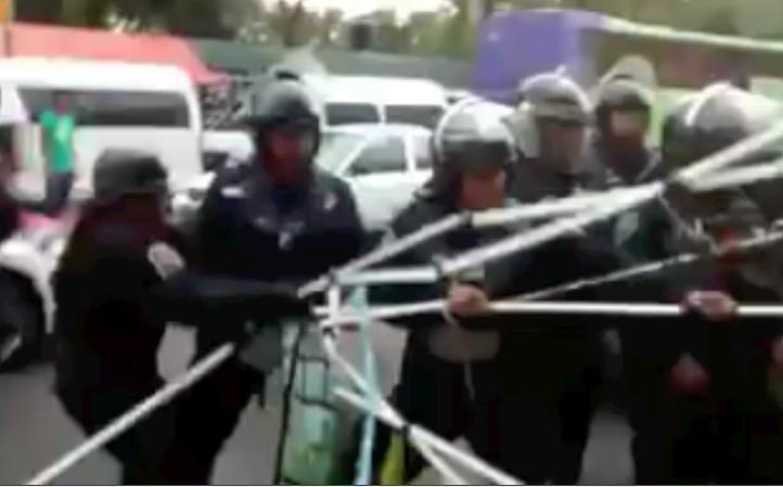 Trifulca entre policías y vecinos del Pedregal de Santo Domingo