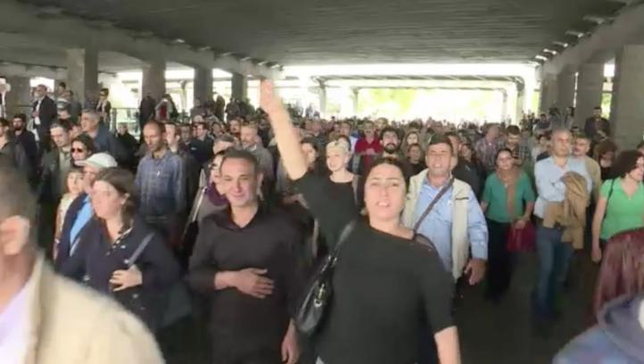 Turcos homenajean a víctimas de atentado en Ankara