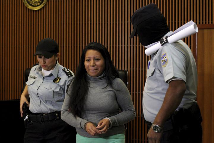 Ratifican 30 años de prisión para salvadoreña que abortó