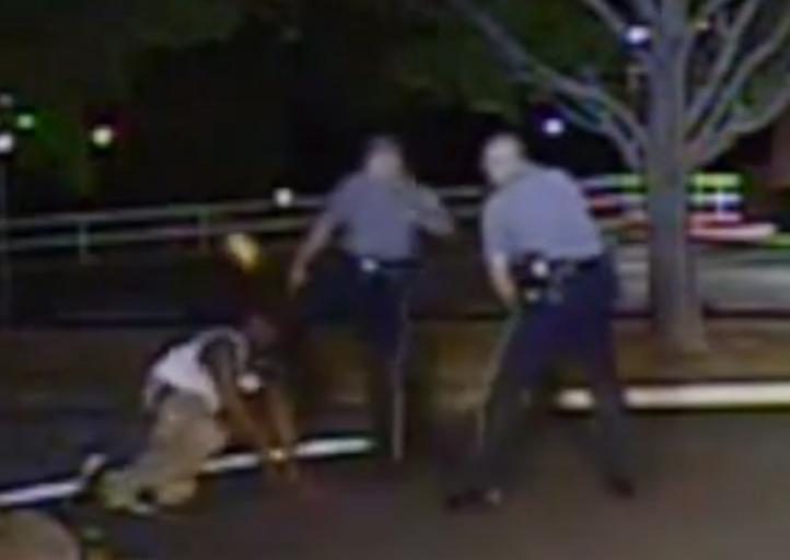 Imputan a policía por patear en cabeza a afroamericano en Delaware