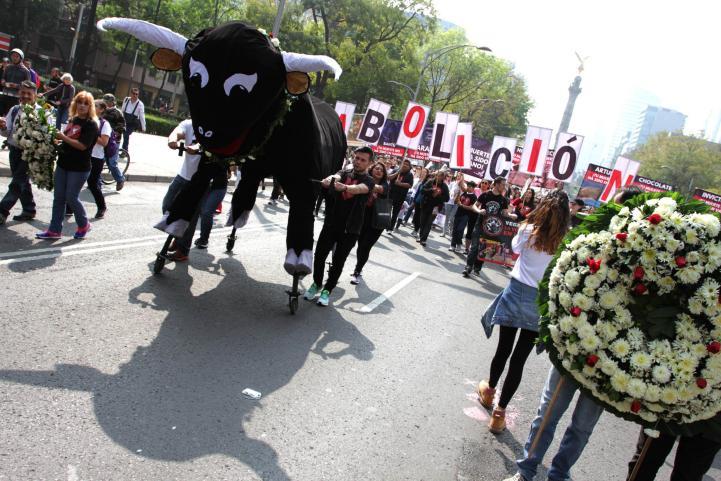 Marchan para exigir la abolición de las corridas de toros