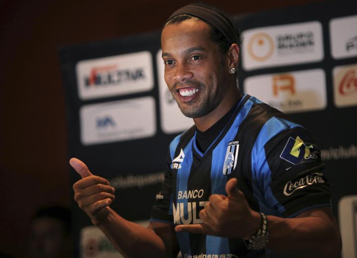 """""""Estoy muy a gusto"""", dice Ronaldinho al ser presentado con Gallos Blancos"""
