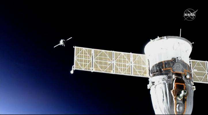 Con un robot a bordo llega la cápsula Soyuz a la EEI