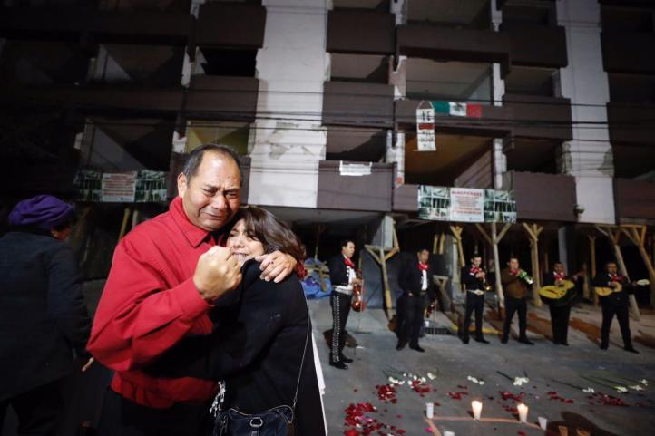 Despedida de un edificio afectado por el sismo