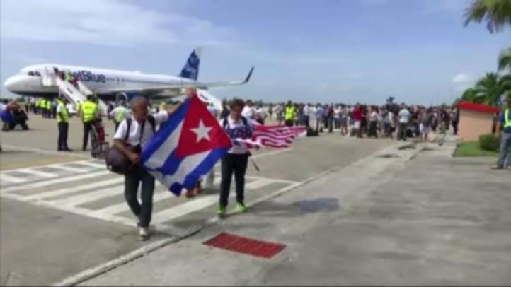 Aterriza en Cuba el primer vuelo regular de EU desde 1961
