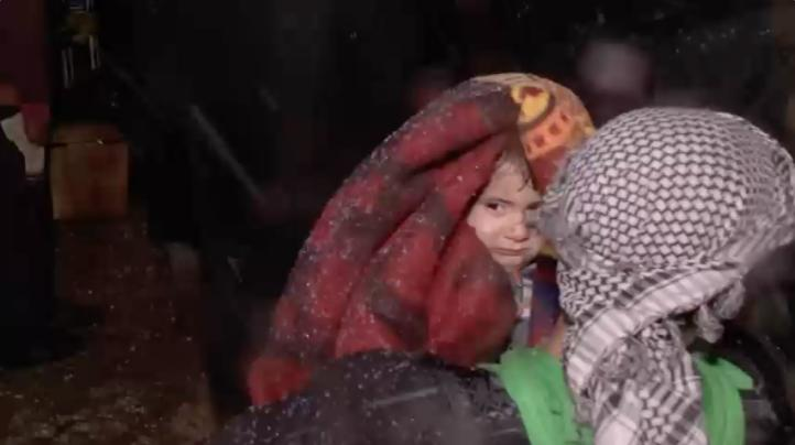 Alepo: Evacúan a cientos de personas en medio de tormentas de nieve