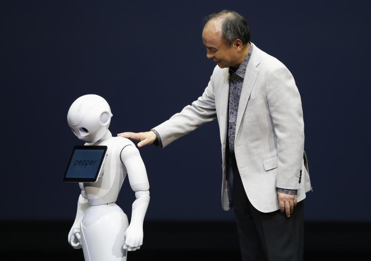 Desarrollan robot que descifra emociones y sirve de acompañante