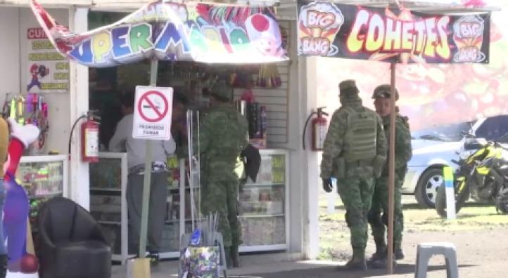 """""""Todo eso se ocasiona por la imprudencia de clientes"""": vendedora de fuegos artificiales en Zumpango"""