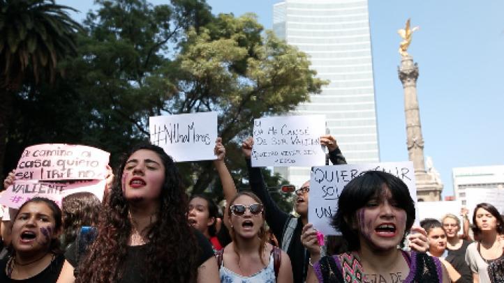 """Jornada contra los feminicidios: """"Ni una menos"""", exigen en marcha"""