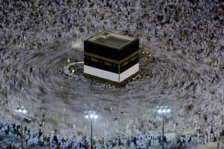 Peregrinos se reúnen en Monte Arafat en la cúspide del haj