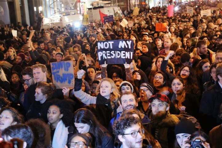 """""""No es mi presidente"""", claman en protestas en varias ciudades de Estados Unidos"""