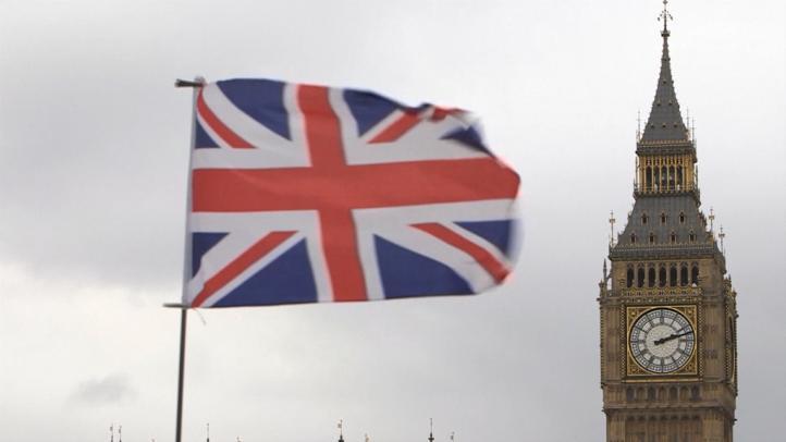 Eximen de pago a europeos con más de cinco años en Reino Unido
