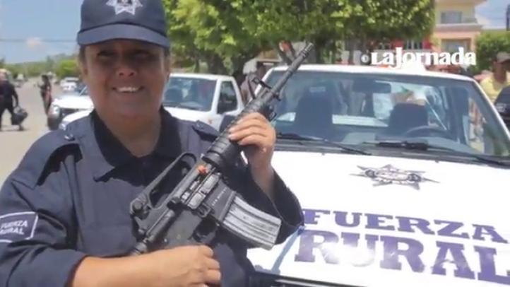 """Las autodefensas michoacanas se convierten en """"fuerzas rurales"""""""
