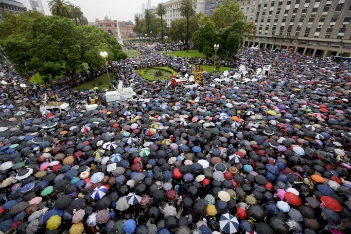 Marchan miles a un mes de la muerte del fiscal Nisman en Argentina