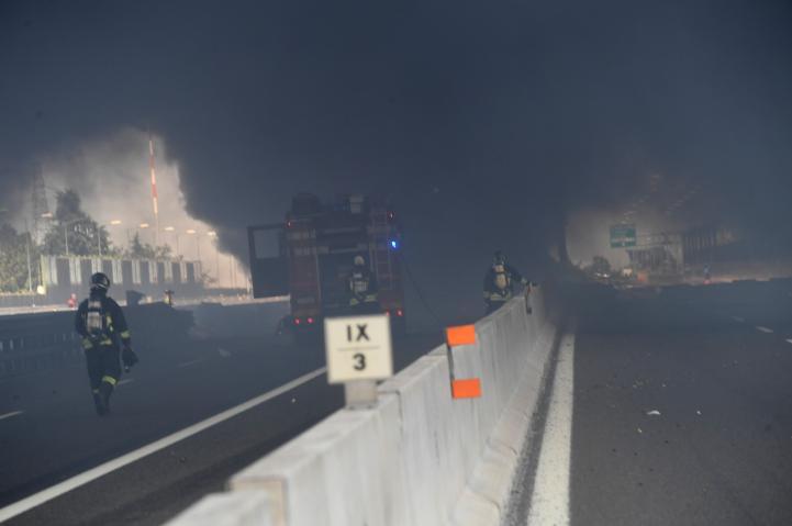 Explosión de camión en carretera en Italia deja dos muertos