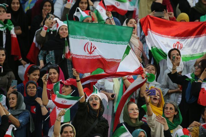 Irán permite el ingreso de mujeres a partido de futbol