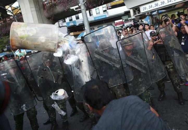 Tailandia: Junta militar libera a presos