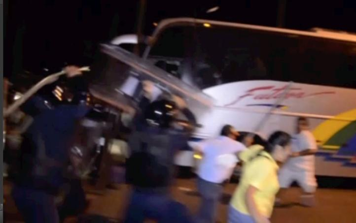 Policía Federal desaloja a maestros en Acapulco