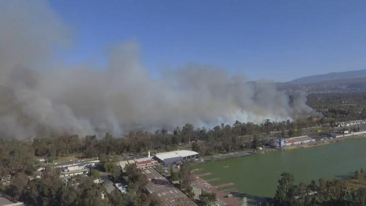 Emergencia en cuatro alcaldías por incendio de pastizal en Xochimilco