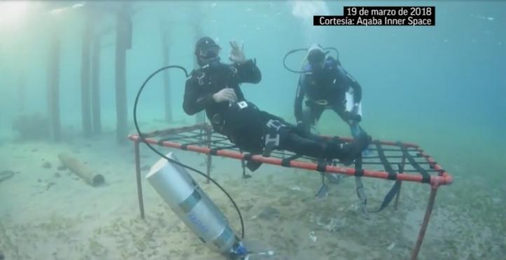 Buzo jordano pasa 24 horas bajo el mar