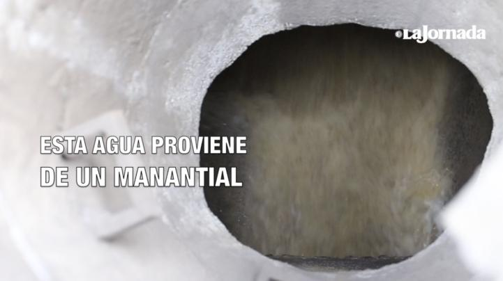 Miles de litros de agua de un manantial se han ido al drenaje