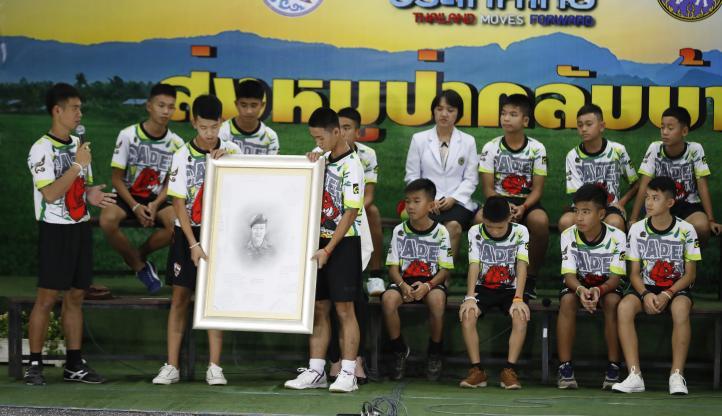 Jóvenes tailandeses rescatados de una cueva cuentan su experiencia