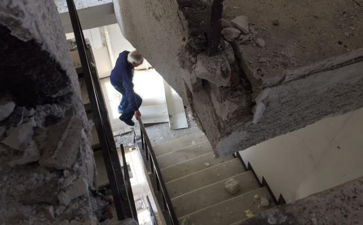 Entre el temor y la incertidumbre se encuentran los habitantes de este edificio después del sismo