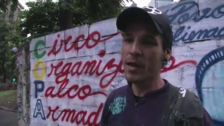 Artista brasileño usa graffiti contra la Copa del Mundo