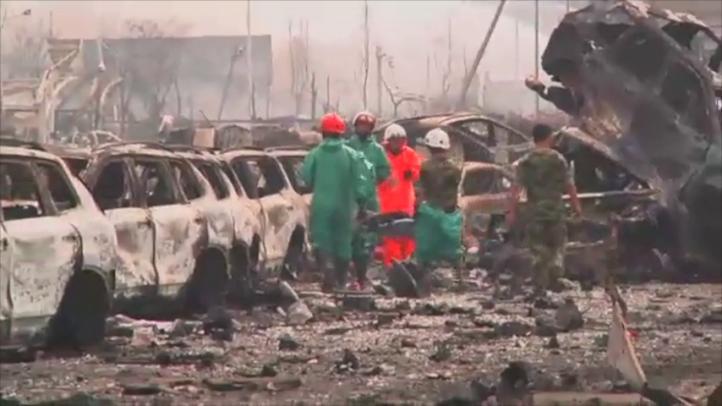 Rescatan a bombero atrapado en las explosiones de Tianjin