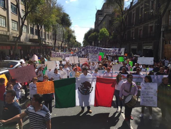 Damnificados del sismo del 19 de septiembre marchan en la CDMX