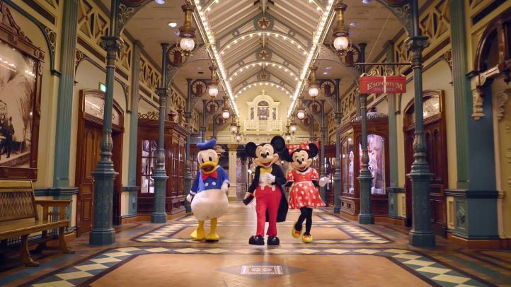 Famosos celebran los 90 años de Mickey Mouse