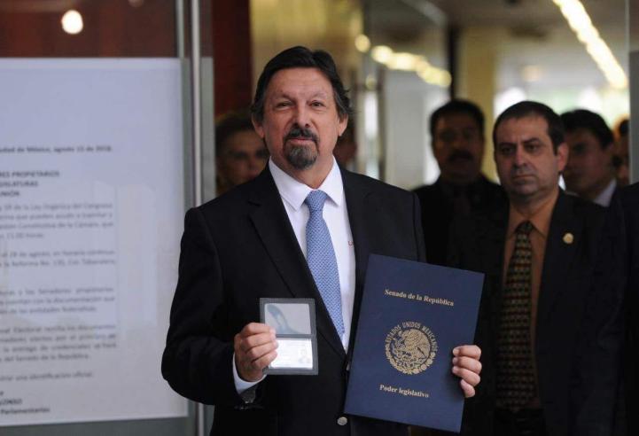 Se acredita Gómez Urrutia como senador