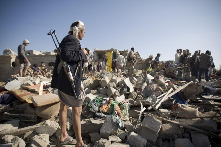 Arabia Saudita bombardea Yemen para frenar a los rebeldes