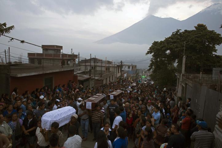 Al menos 65 muertos por erupción del Volcán de Fuego