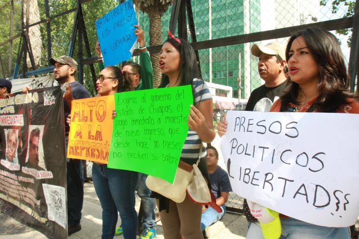 Se moviliza CNTE frente a embajada de EU