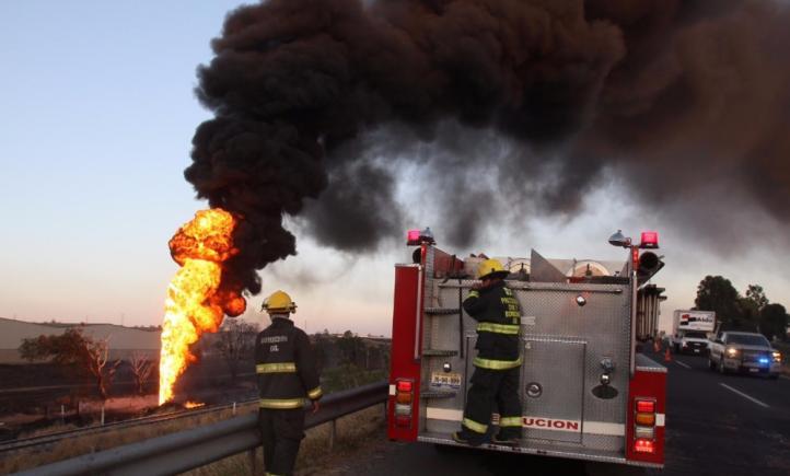 Incendio en ducto de Pemex deja 15 lesionados