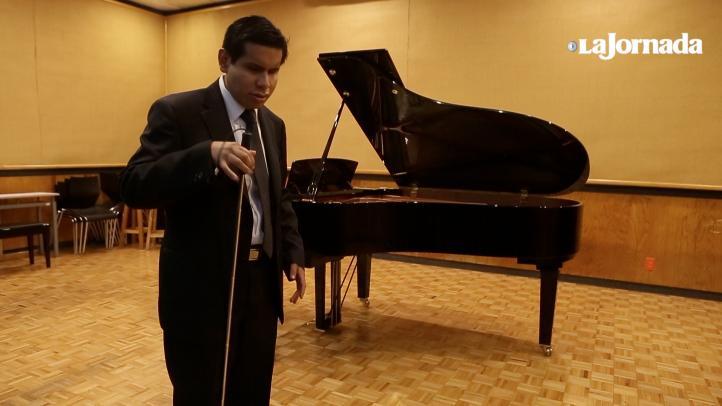 Mención honorífica a pianista invidente