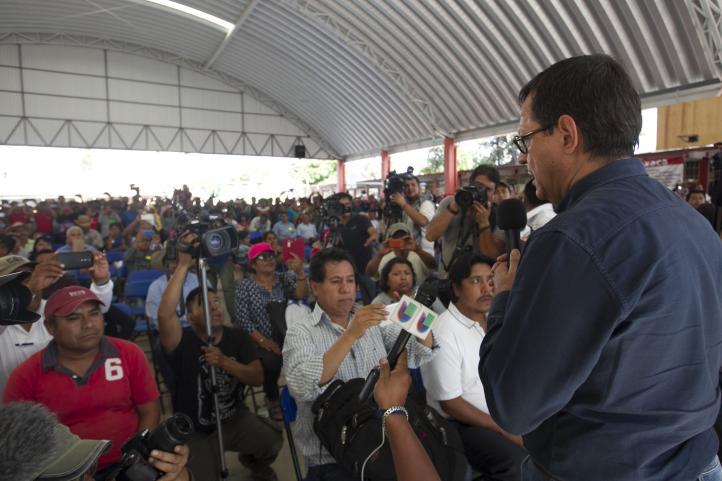 Gobierno y CNTE acuerdan mesas de apoyo a víctimas de Nochixtlán